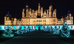 Обои Рождество Франция Замок Аллеи Новогодняя ёлка Электрическая гирлянда Ночные Chambord город