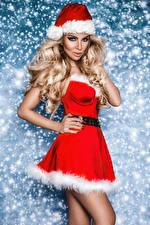 Фото Рождество Шапка Блондинки Платья Рука Смотрит девушка