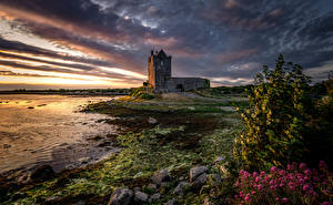 Обои для рабочего стола Вечер Рассвет и закат Замок Ирландия Башни Dunguaire Castle, Galway Bay Природа