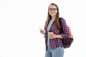 Фотография Студентка Белым фоном Шатенка Взгляд Улыбка Рюкзак Рубашки Джинсы Девушки