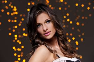 Картинки Волосы Взгляд Шатенки Модель Макияж Лицо Причёска девушка