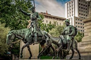 Картинки Лошади Мужчина Испания Мадрид Памятники Don Quixote, Sancho Panza Города