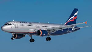 Картинки Самолеты Пассажирские Самолеты Эйрбас Сбоку Aeroflot, A320 Авиация