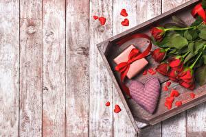 Фотографии Роза День святого Валентина Доски Серце Шаблон поздравительной открытки Цветы