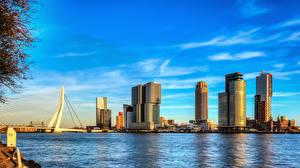 Картинки Роттердам Голландия Небоскребы Мост Речка Небо Nieuwe Maas river город