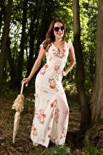 Картинка Scarlot Rose Шатенки Очках Платье Зонтом Позирует девушка