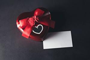Обои День всех влюблённых Роза Сером фоне Подарок Сердечко Шаблон поздравительной открытки Бантики