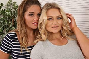 Фото Amy S Only Siobhan Graves 2 Блондинки Шатенки Рука Смотрит девушка
