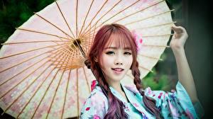 Фотографии Азиатка Зонтик Взгляд Коса Руки Миленькие Девушки