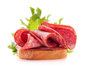 Картинка Бутерброд Хлеб Колбаса Белом фоне