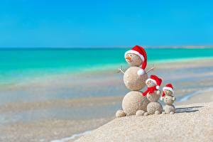 Картинка Оригинальные Рождество Лето Море Снеговик Песка Пляжа Шапка Шар