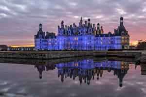 Картинка Франция Замки Вечер Водный канал Chambord город
