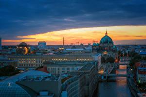 Обои Германия Берлин Здания Речка Мост Вечер город