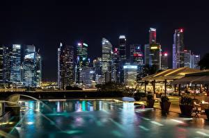 Обои Здания Небоскребы Сингапур Ночные Плавательный бассейн город