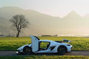 Фото Koenigsegg Сбоку Белых Открытая дверь 2019 Jesko Автомобили