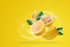 Фото Лимоны Цветной фон С брызгами Пища