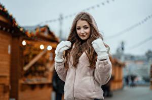 Обои для рабочего стола Боке Куртке Рукавицы Шатенки Смотрит Sasha, Kirill Sokolov девушка