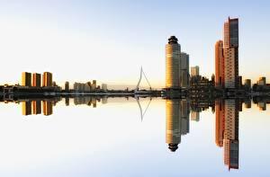 Картинка Небоскребы Роттердам Нидерланды Здания Отражается