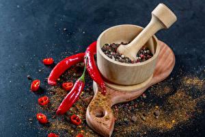 Фотографии Специи Острый перец чили Перец чёрный Разделочная доска Ступка с пестиком Еда