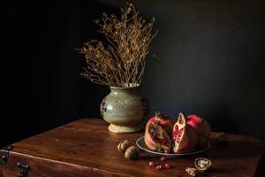 Картинки Натюрморт Орехи Гранат Тарелка Вазы Пища
