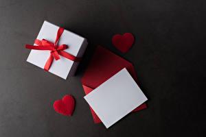 Картинки День святого Валентина Серый фон Шаблон поздравительной открытки Лист бумаги Подарков Сердце Бантики