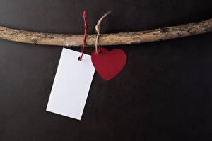 Фотографии День святого Валентина Сером фоне Шаблон поздравительной открытки Ветки Сердце Лист бумаги