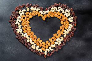 Обои День всех влюблённых Орехи Изюм Миндаль Сером фоне Сердце Еда