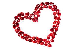 Фотографии День всех влюблённых Гранат Белом фоне Сердечко Зерна Пища