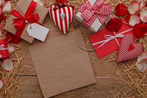 Обои День всех влюблённых Шаблон поздравительной открытки Подарок Сердечко Бантики Соломе Лепестков