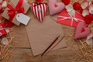 Фотография День святого Валентина Доски Шаблон поздравительной открытки Лист бумаги Серце Подарок