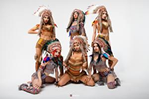 Фотографии Индейский головной убор Индейцы Красивая Сером фоне Vitaly Rychkov молодые женщины
