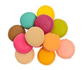 Картинки Белом фоне Макарон Разноцветные Пища