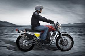 Фото Мотоциклист В шлеме Скорость Сбоку 2015-20 SWM Silver Vase 440 Мотоциклы