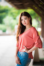 Фотография Азиатки Позирует Волосы Шатенки Милый Взгляд Красивые Девушки