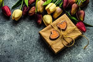 Фотографии Букеты Тюльпаны День святого Валентина Сердце Коробка Подарки цветок