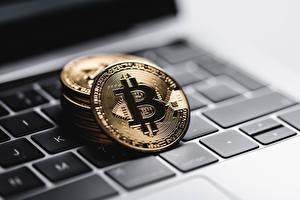 Обои Монеты Биткоин Вблизи Клавиатура Ноутбуки