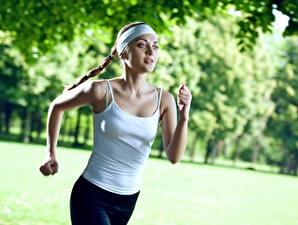 Обои Фитнес Бег Боке Руки молодые женщины
