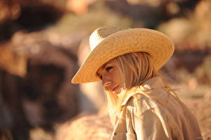 Фото Hayley Marie Coppin Боке Блондинки Шляпы девушка