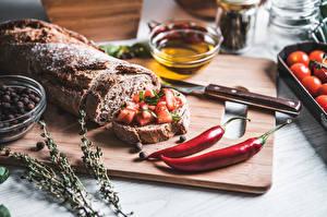 Картинки Ножик Острый перец чили Хлеб Бутерброд Разделочной доске Нарезка Пища