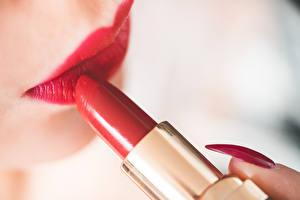 Фотографии Губная помада Крупным планом Красные губы Маникюр молодые женщины