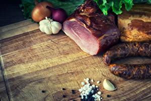 Фотографии Мясные продукты Ветчина Колбаса Чеснок Лук репчатый Пища