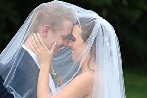 Фотография Мужчина Любовники 2 Невесты Женихом Свадьбе Улыбается Рука девушка