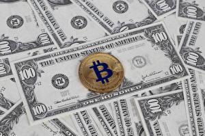 Картинки Деньги Банкноты Доллары Монеты Биткоин 100