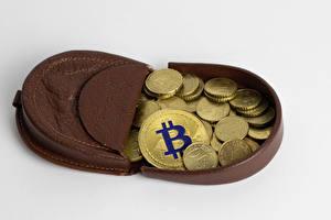 Фотографии Деньги Монеты Биткоин Сером фоне Бумажник