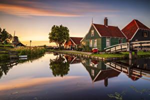 Картинки Нидерланды Дома Рассветы и закаты Водный канал Музеи Zaanse Schans Zaandam Города
