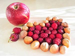 Картинка Орехи Яблоки Малина Сердца Продукты питания