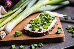 Картинки Лук репчатый Хлеб Бутерброд Зелёный лук Масла Масло Еда