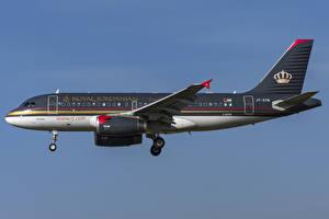 Картинки Самолеты Пассажирские Самолеты Эйрбас Сбоку Royal Jordanian, A319-100