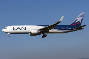 Фотографии Самолеты Пассажирские Самолеты Боинг Сбоку LATAM Airlines Chile, 767-300W Авиация