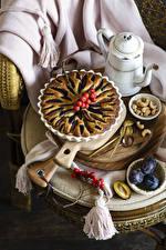 Обои для рабочего стола Выпечка Пирог Сливы Орехи Ягоды Натюрморт Пища